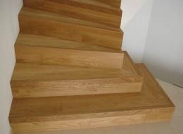 Treppen und Treppengelaender aus Holz